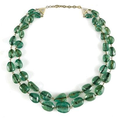 Изумрудное ожерелье, весящее около 538 карат, было продано на аукционе Astaguru