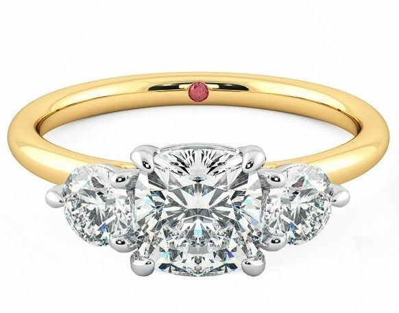 Интернет-магазины сообщают о всплеске поисков колец с тремя камнями, последовавшим за королевской помолвкой
