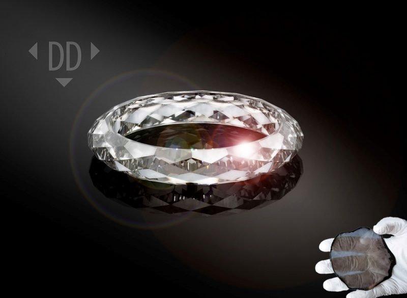 Голландская фирма создала первое в мире кольцо, сделанное полностью из выращенного в лаборатории бриллианта