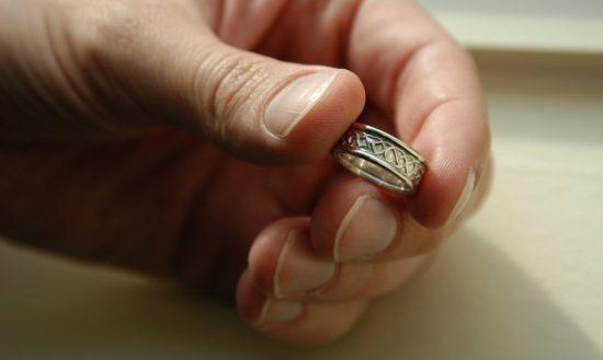 Что делать с обручальным кольцом мужа и жены после развода: все варианты