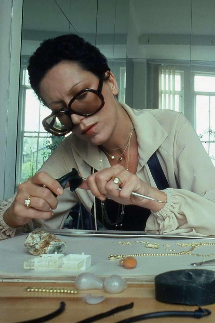 Как дизайнер украшений Tiffany & Co. Эльза Перетти сделала серебро новой роскошью