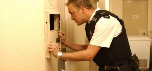 police look in cell warwickshire