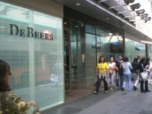 HK_Central_Landmark_Mall_De_Beers_Shop_1