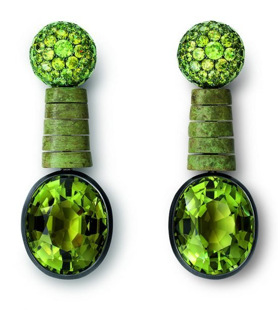 hemmerle-earrings-black-finished-and-green-patinated-silver-white-gold-green-tourmalines-demantoide-garnets-0516