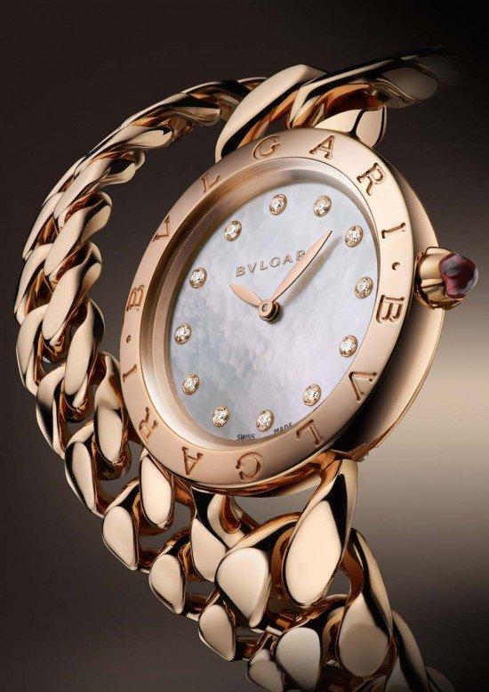 """Новые браслет-часы """"Bulgari Catene"""" имеют белый перламутровый циферблат с 12 бриллиантами круглой огранки."""
