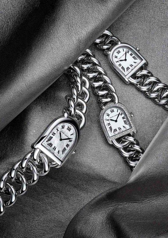 """Ральф Лорен добавил к своей коллекции """"Stirrup"""" новый браслет """"Petite-Link""""(справа) из стали, с перламутровым циферблатом и крошечными бриллиантами вокруг лицевой панели. Размер этого чуда изящества - 32.3 мм, эти часы присоединяются к уже бывшем в коллекции часам """"Link"""", на фото слева."""