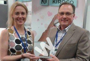 Основатель Kiroco Найджел Таунсенд получает награду лучшая инновация года.
