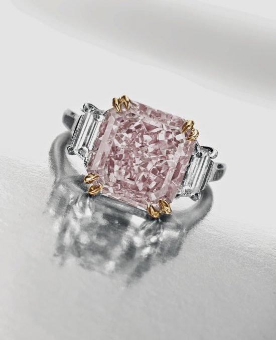 Кольцо из коллекции Riki and Jerome Shaw с розовым бриллиантом в 6 карат, продано за 5,7 млн.дол.