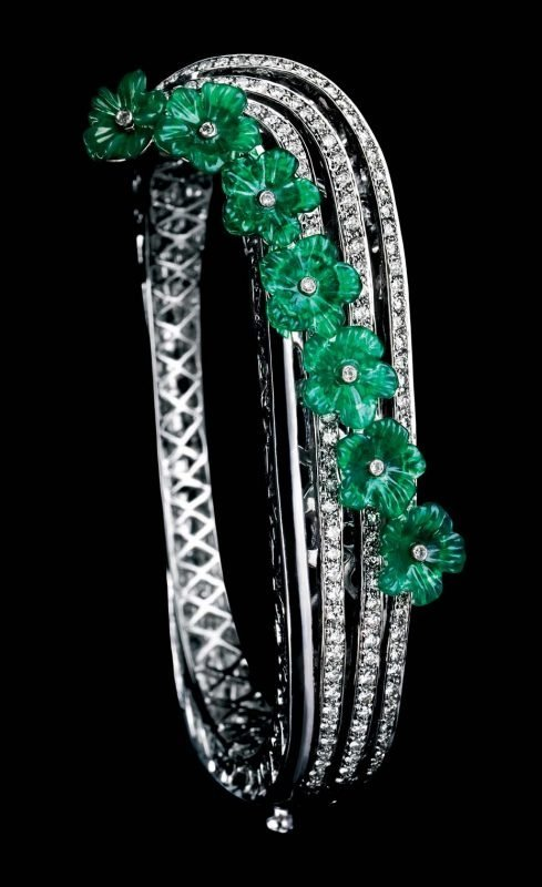 Коллекция MINAWALA Festival of Emeralds, браслет из белого золота с бриллиантами и зеленым агатом
