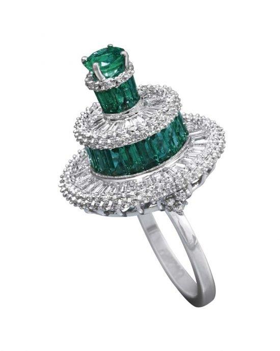 Коллекция MINAWALA Festival of Emeralds, кольцо из белого и желтого золота с бриллиантами и изумрудами