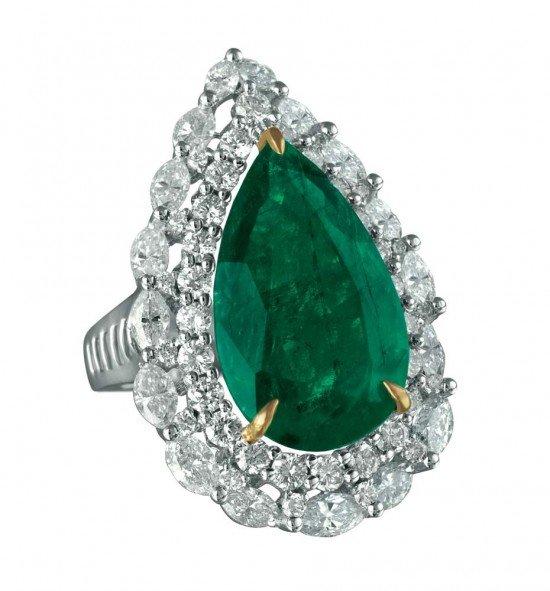Коллекция MINAWALA Festival of Emeralds, кольцо из белого и желтого золота с бриллиантами и центральным изумрудом