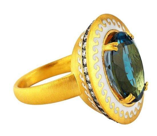 Кольцо «Mermaid» («Русалка») из желтого золота с лондонским голубым топазом из Ионической коллекции Пинар Онер