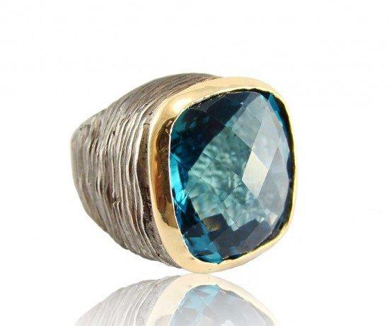Коктейльное кольцо от Corrado Giuspino с сине-зеленым топазом